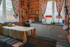 """A kitchen or kitchenette at Holiday home """"Emelya"""""""