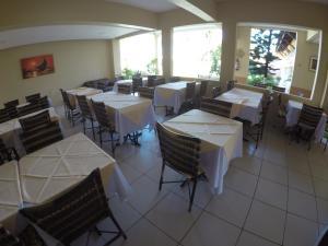Um restaurante ou outro lugar para comer em Pousada Porto das Dunas