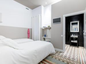 A bed or beds in a room at Ecozentric