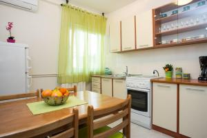 A kitchen or kitchenette at Apartments Kraljic