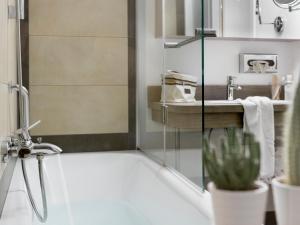 Een badkamer bij Boutiquehotel Stadthalle