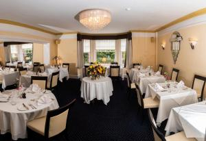 A restaurant or other place to eat at Beechwood Hotel