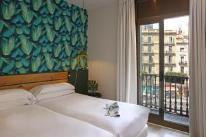 A bed or beds in a room at Chic & Basic Lemon Boutique Hotel