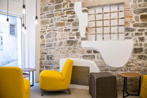 Ein Sitzbereich in der Unterkunft MEMENTO B&B Piran