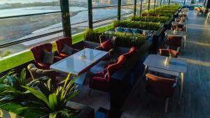 Um restaurante ou outro lugar para comer em Mira Waterfront Hotel Jeddah