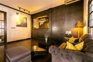 A seating area at THEA Serviced Apartment by TH District