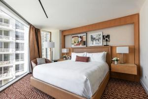 A bed or beds in a room at Conrad Chicago