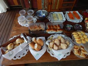 Breakfast options available to guests at Pousada Verde Villas