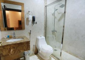 Um banheiro em Karam Jeddah Hotel