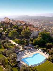A view of the pool at Château Saint-Martin & Spa - an Oetker Collection Hotel or nearby