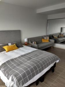 Cama o camas de una habitación en Departamentos de Lujo ,costado Mall Plaza