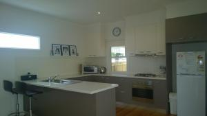 A kitchen or kitchenette at Cooinda