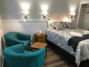 A bed or beds in a room at Ulladulla Motel