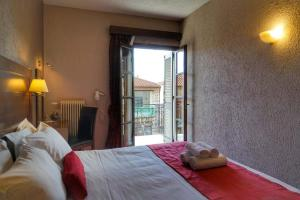 A bed or beds in a room at Arahova Inn & Conference