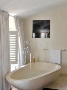 A bathroom at La Maison d'Aix