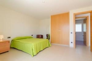 A bed or beds in a room at El Llac del Cigne Villa Sleeps 10 Pool WiFi