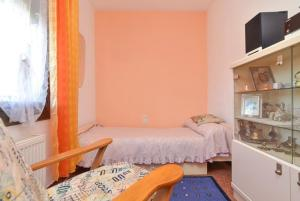 A bed or beds in a room at Vallcanera Villa Sleeps 5 Pool