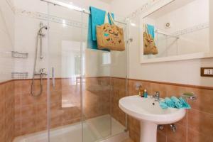 A bathroom at Case Vacanza Giuliana