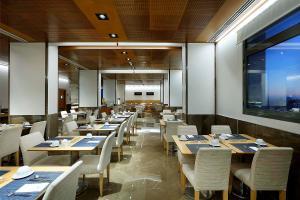 Restaurant ou autre lieu de restauration dans l'établissement Eurostars Gran Valencia