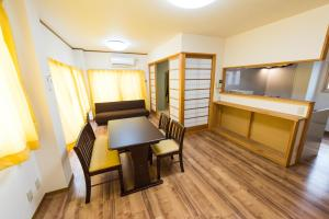 Vacation room Yahiroにあるテレビまたはエンターテインメントセンター