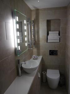 A bathroom at South Park Guest House
