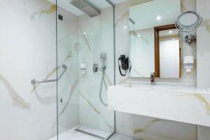 حمام في فندق هوليوود