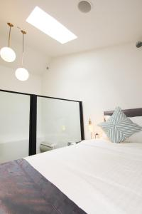 A bed or beds in a room at Heritage Collection on Chinatown (SG Clean)