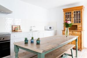 Una cocina o zona de cocina en Noguera Casa Rural Casa de Poble