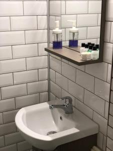 حمام في شقق كومباني – شقة موجان