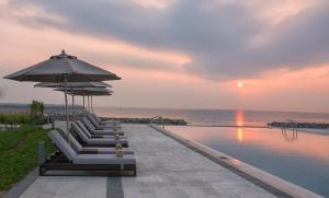 Het zwembad bij of vlak bij Kempinski Hotel Muscat