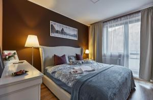 Un pat sau paturi într-o cameră la Sinaia Q Marie Apartment