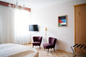A television and/or entertainment center at Hotel Am Brillantengrund