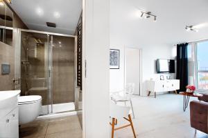 A bathroom at Apartament Wyzwolenia - Unique Apartments