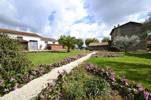 A garden outside Genzano di Roma Villa Sleeps 4 Pool WiFi