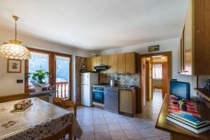 A kitchen or kitchenette at Agritur Ciasa Dò Parè
