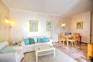 A seating area at Salerno Apartment Sleeps 4