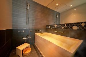 A bathroom at Hotel New Otani Tokyo The Main