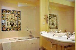 A bathroom at Le Château D'Etoges - Les Collectionneurs