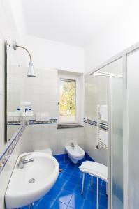 A bathroom at Residence Due Torri
