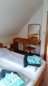 Ein Bett oder Betten in einem Zimmer der Unterkunft Ferienhaus Bad Waltersdorf