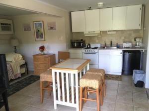 A kitchen or kitchenette at Westhampton Seabreeze Motel