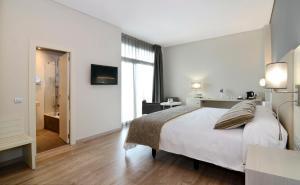 Letto o letti in una camera di Medplaya Hotel Riviera - Adults Only