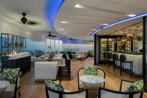 A restaurant or other place to eat at Hyatt Regency Galleria Residence Dubai