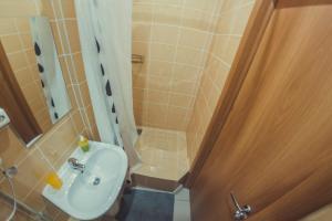 Ванная комната в Хостел Happy Holiday