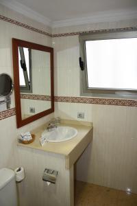 A bathroom at Hotel Pujol