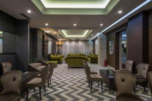 A restaurant or other place to eat at Garni Hotel Aveny