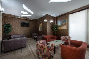 A seating area at Garni Hotel Aveny
