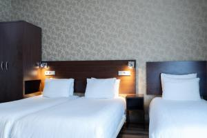 A bed or beds in a room at Hotel Espresso