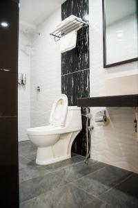A bathroom at Shuang Ling Inn
