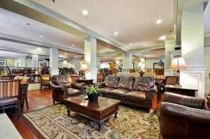The lobby or reception area at Hampton Inn Charleston-Historic District